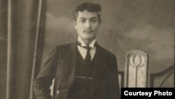 "Born in the Russian Empire, David Livshin was on his way to Montreal to join his family when the ""Titanic"" sank."