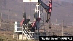 Чоҳи нафт дар Исфара
