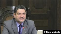 Премьер-министр Армении Тигран Саргсян на заседании правительства (архивная фотография)