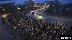 На снимке: демонстрация в Ереване в память убитых в Карабахе