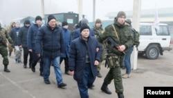 Маҳбусларни алмашиш 29 декабрда Украина шарқидаги Майорск чегара пунктида бошланди.