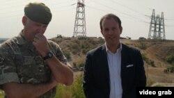 Николас Харрокс (справа) на военных учениях в Херсонской области, 23 сентября 2020 года
