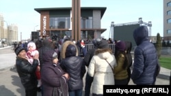 Открытие ресторана McDonald's в Астане. Казахстан, 8 марта 2016 года.