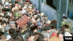 ԽՍՀՄ -- Հայ փախստականները փորձում են լքել Բաքուն, 23-ը հունվարի, 1990թ. | Արխիվ