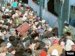 Erməni qaçqınlar Bakı limanında, 1990