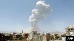 Коаліція під проводом Саудівської Аравії далі завдає ударів по цілях повстанців, зокрема, у столиці Сані, 20 квітня 2015 року