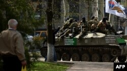 Grupa proruskih separatista u Slovljansku, gradu na istoku Ukrajine