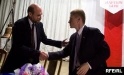 Лявон Баршчэўскі (зьлева) і Аляксей Янукевіч на зьезьдзе БНФ 5 верасьня 2009 году