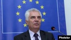 Armenia - Piotr Switalski, the head of the EU Delegation in Armenia, speaks in Yerevan, 4Jul2016.