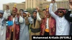 طلبة من جامعة الموصل يحتفلون بذكري تاسيس الجامعة (من الارشيف)