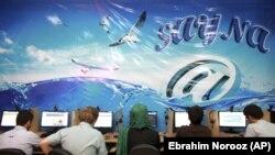 تصویری عمومی از یک کافینت در ایران