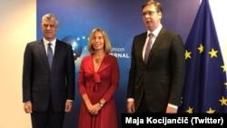 Претседателите на Србија и на Косово, Александар Вучиќ и Хашим Тачи со високиот претставник за надворешна политика и безбедност на ЕУ, Федерика Могерини.