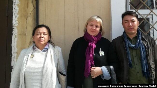 Иркутск. Правозащитники у здания районного суда