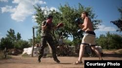 Михайло «Тайпан» боксує з бійцем