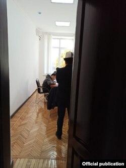 Фото обыска в здании ЦИК. Размещено в телеграм-канале «Шайлоо-2020».