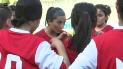 تیم فوتبال دختران افغانستان در پرتگال تمرین میکند
