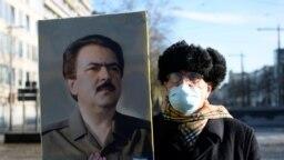 مسعود رجوی مانند دو دهه گذشته در گردهمایی سازمان مجاهدین غایب بود و هنوز مرگ وی از سوی این سازمان تایید نشده است.