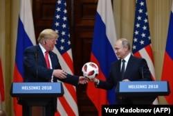 Дональд Трамп и Владимир Путин в Хельсинки. 16 июля