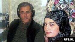 Alim Qasımov və qızı Fərqanə Qasımova AzadliqRadiosunun Bakı Bürosunda, 2007-ci il