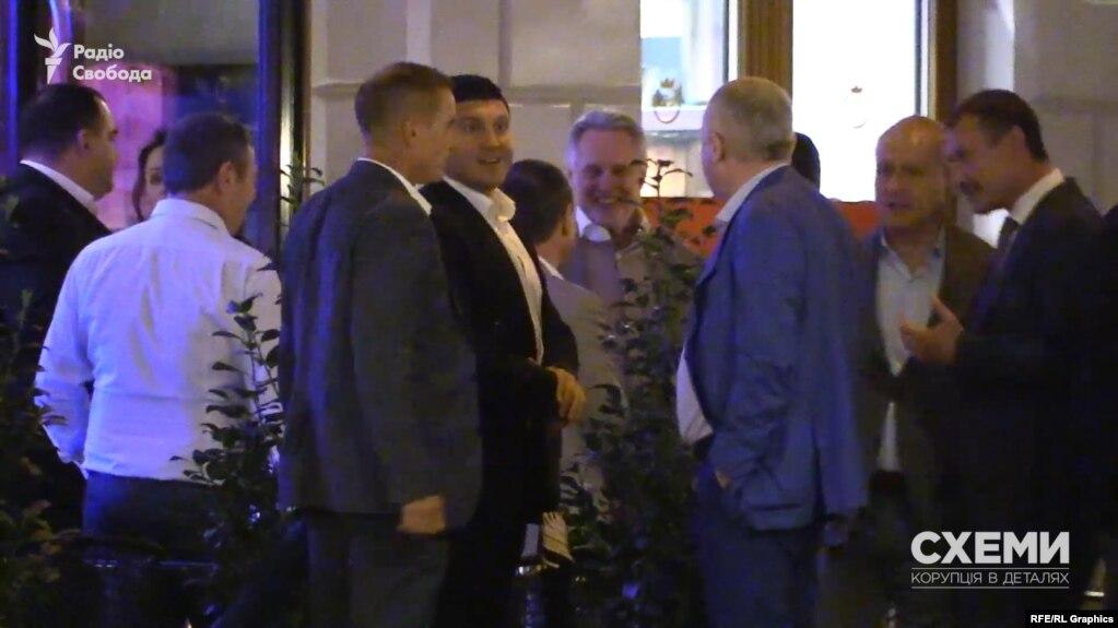 Впливові українські політики і бізнесмени літали до Відня на день народження олігарха Фірташа (фото, відео)