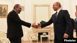 Nikol Pashinian və Vladimir Putin