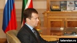 Дмитрий Медведев побеседовал с лидерами оппозицонных думских фракций