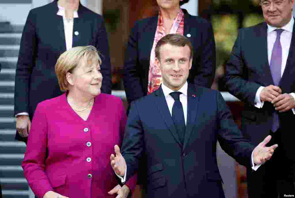 ФРАНЦИЈА - Францускиот претседател Емануел Макрон вели дека НАТО е во состојба на мозочен удар. Тој во изјава за британскиот неделник Економист вели дека тоа се должи на помалото американско ангажирање и на однесувањето на Турција. Тој вели дека она што сега се случува е мозочна смрт на НАТО.