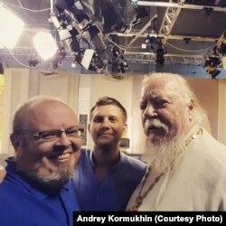 Андрей Кормухин, телеведущий Борис Корчевников, священник Дмитрий Смирнов