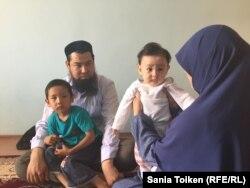 Исрафил Баги с женой и детьми. Актау, 10 июня 2017 года.