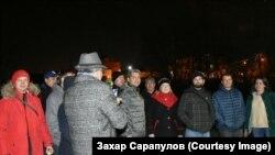 Сергея Беспалова встречают после выхода из ИВС