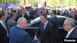 NATO Secretary General Anders Fogh Rasmussen (C) arrives at Yerevan State University as hundreds of students protest against the release of Azerbaijani officer Ramil Safarov from a Hungarian prison, 6Sept2012.