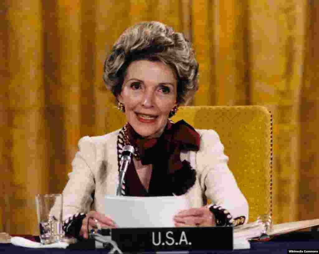 Нэнси Рейган открывает конференцию первых леди США по борьбе с наркотической зависимостью. Белый дом, 24 апреля 1985 года.