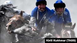 Республика Алтай. Участники национальной конной игры кок-бору