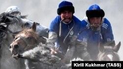 Игра кок-бору на Алтае. 2019 год. Иллюстративное фото.