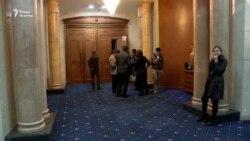 Как депутаты за несколько часов приняли два закона