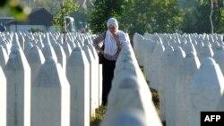 Мемориальное кладбище, где захоронены некоторые из убитых при резне в Сребренице. Потоцари, 22 июля 2016 года.