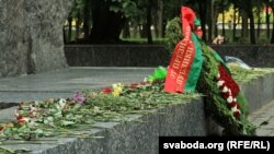 Вянок ад Аляксандра Лукашэнкі падпісаны на расейскай мове