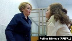Анастасия Шевченко и её дочь Влада в зале суда