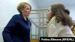 Анастасия Шевченко (слева)