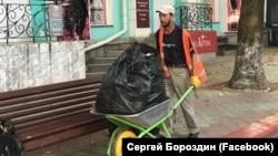Уборка улиц в Керчи накануне вероятного приезда Владимира Путина