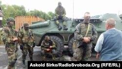Військові на виїзді з Мукачевого, 13 липня 2015 року