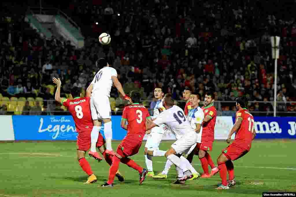 В первом тайме кыргызстанская команда показала лучшую игру