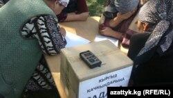 Чакан насыя берчү компанияларга карызы барлардын нааразылык акциясы. Бишкек, 20-сентябрь, 2012.