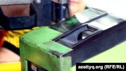 Приемник наличной и электронной платы в общественном транспорте Алматы. Иллюстративное фото.