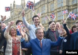 Nigel Farage la Londra sărbătorind rezultatul referendumului