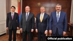 Слева направо: Армен Геворкян, Армен Саркисян, Карен Карапетян и Ваче Габриелян