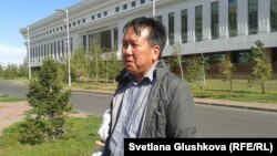 Активист из Караганды Галымбек Акульбеков, собиравший подписи под письмом в поддержку Танкова. Астана, 17 сентября 2014 года.