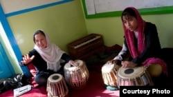 Афганистандагы ырчы кыздар, талиптер кулагандан кийинки сүрөт
