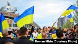 Діана Берг під час мітингу у Донецьку