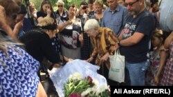 Церемония прощания с Николаем Онищенко, жителем города Актобе, погибшем при теракте. Актобе, 8 июня 2016 года.